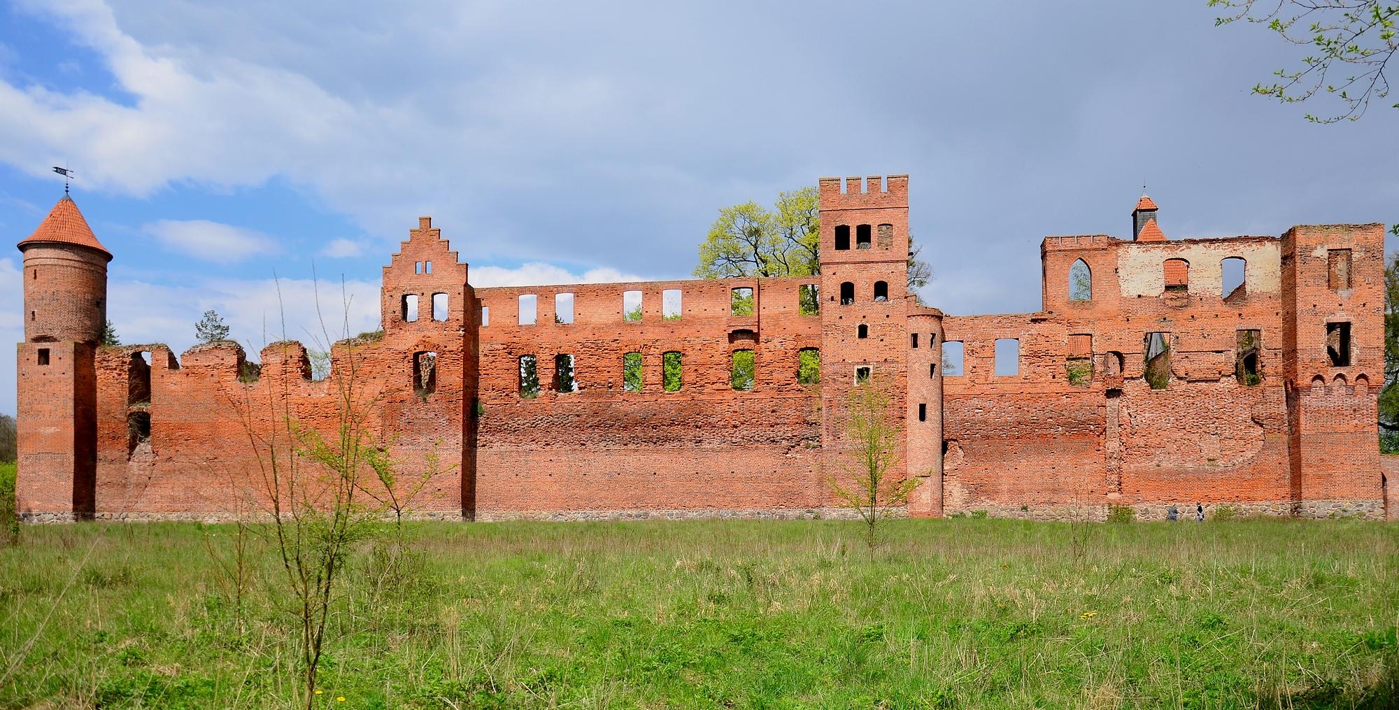 Szymbark zamek pierzeja południowa